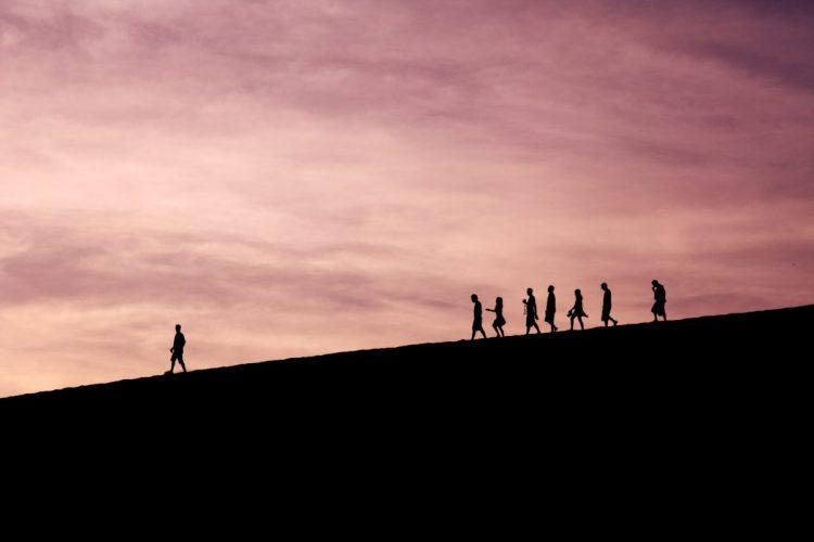 Ledare som leder en grupp
